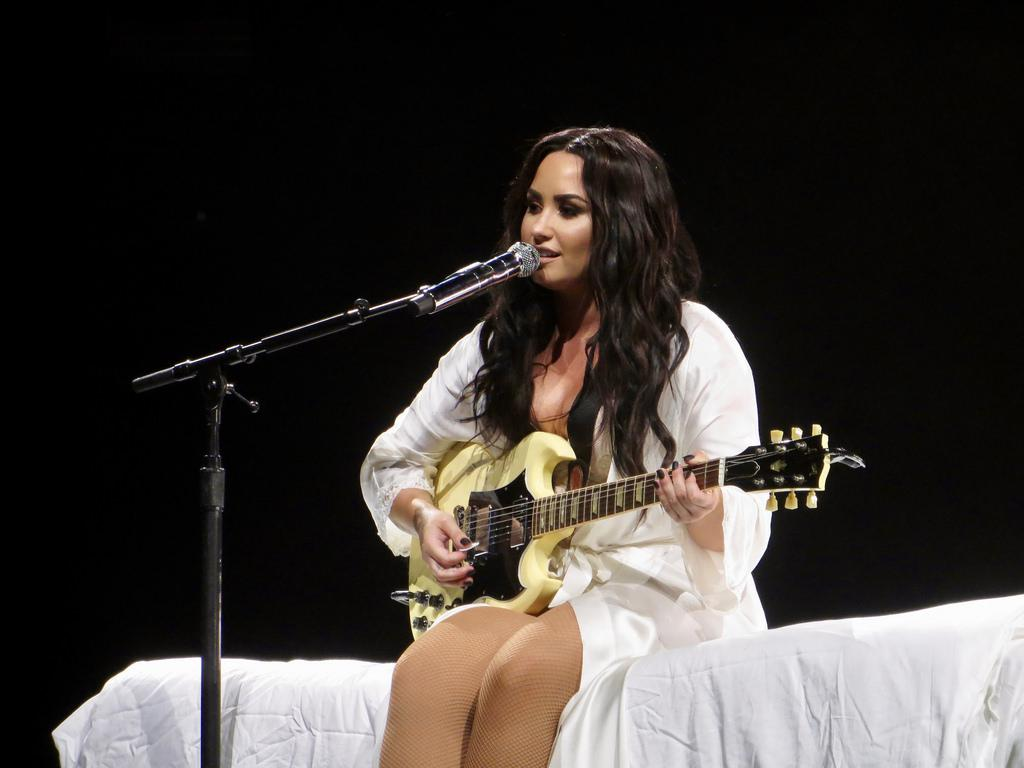 Demi Lovato Camila Cabello   Camila Mendes   Demi Lovato Camila Cabello, Camila Mendes, Demi Lovato, Francia Raisa, NETFLIX, Selena Gomez, Selena Quintanilla, Sofia Carson