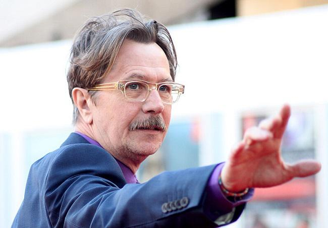 oldman Apple TV+ | Gary Oldman | MIKE HERRON Apple TV+, Gary Oldman, MIKE HERRON, SLOW HORSES, βιβλίο