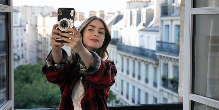 emili11 ANNASREVIEW | Emily in Paris | NETFLIX ANNASREVIEW, Emily in Paris, NETFLIX, ΣΕΙΡΕΣ NETFLIX
